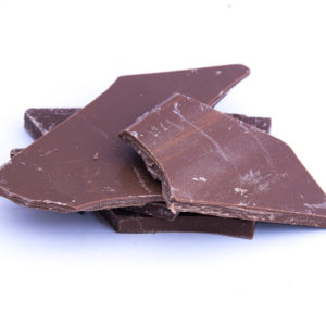 Ručně vyráběná lámaná mléčná čokoláda