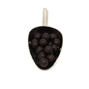 Nerezová lopatka s lískovými oříšky v hořké 84% čokoládě.